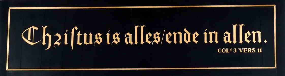 Vollenhove, tekst boven de toegangsdeur van de Bovenkerk of Sint-Nicolaaskerk, 8-9-2018